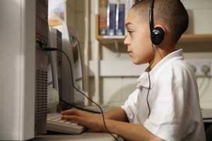 استفاده کودکان از رایانه ،تلویزیون و وسایل ارتباطی